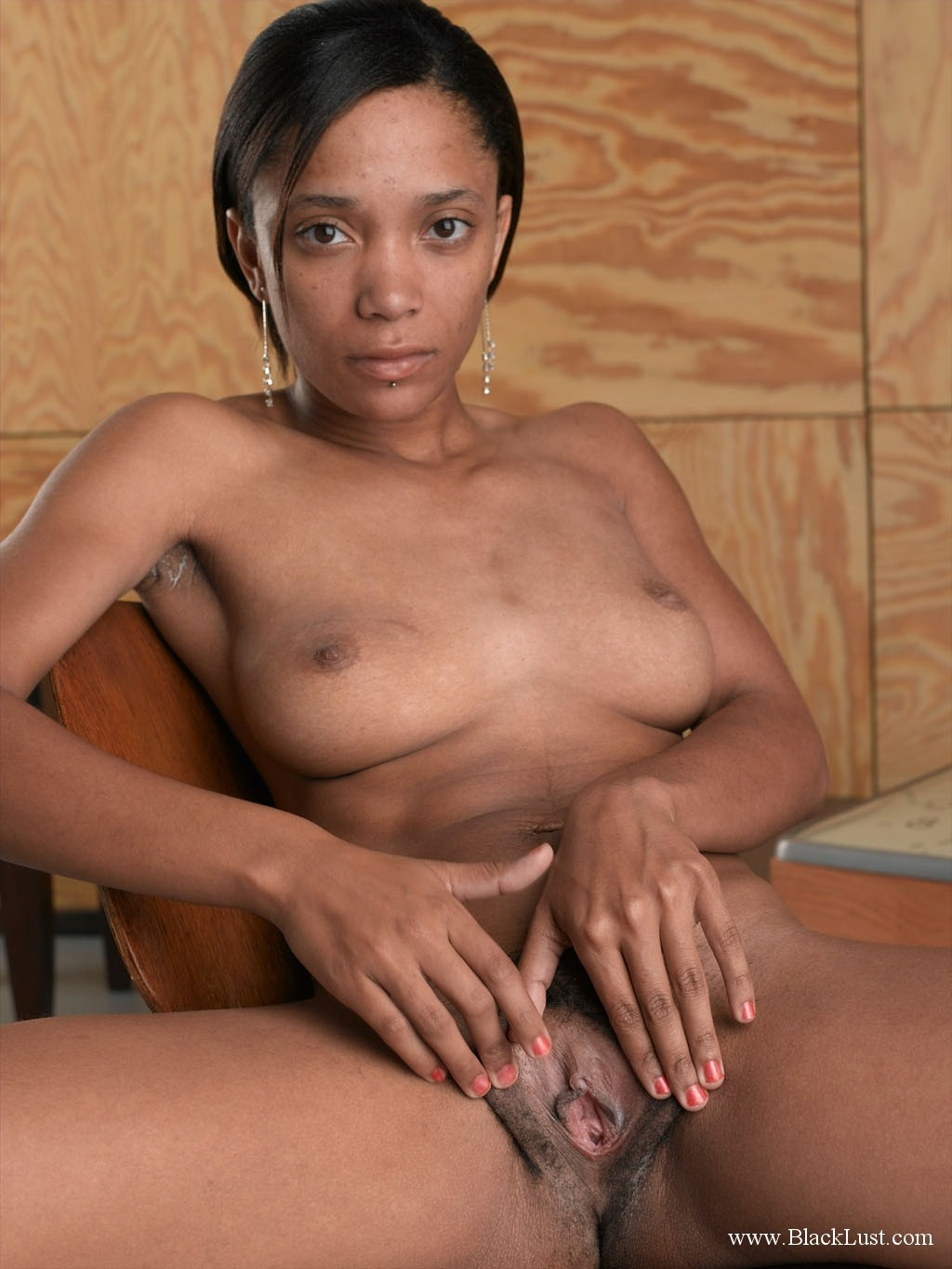 She gets instantly wet by da size of his dick interracial 4